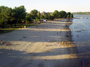 The-Strand,-Novi-Sad's-summertime-leisure-spot-on-the-riverside