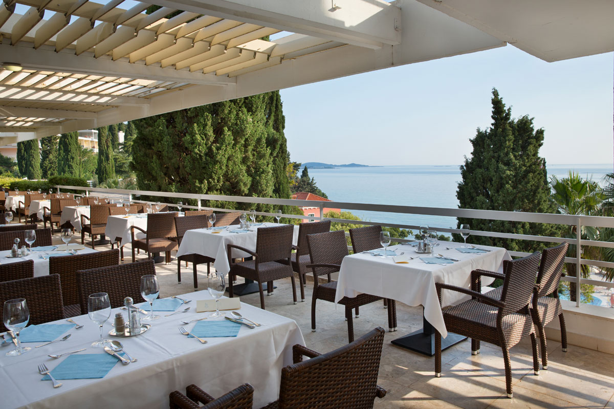 Astarea-main-restaurant-terrace
