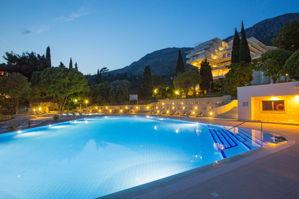 Astarea-outdoor-pool-by-night